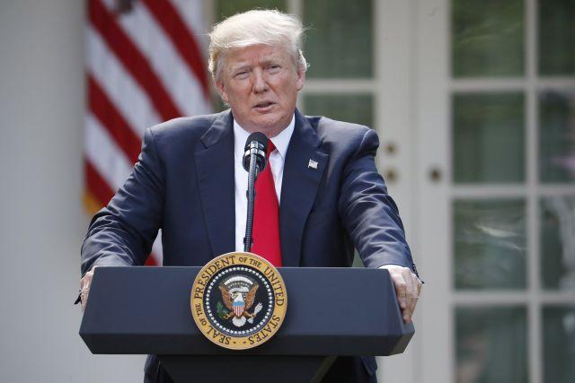 Donald Trump amerikai elnök a washingtoni Fehér Ház rózsakertjében 2017. június 1-jén bejelenti, hogy kilépteti az Egyesült Államokat a 2015 végén Párizsban aláírt nemzetközi klímavédelmi egyezményből. Forrás: MTI/AP/Pablo Martinez Monsivais