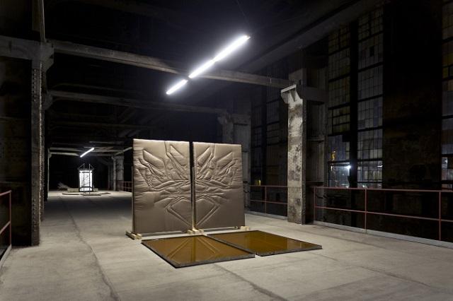 Egy feltörekvő képzőművész, Kiss Adrián installációi a budapesti Kelenföldi Erőműben, 2015-ben. (Fotó: adriankiss.com)