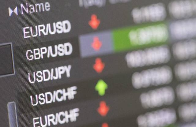 Valutaárfolyamok a Zürichi Értéktőzsde egyik kijelzőjén 2016. június 24-én, a brit EU-tagságról tartott népszavazás másnapján. (Kép forrása: EPA/Ennio Leanza)