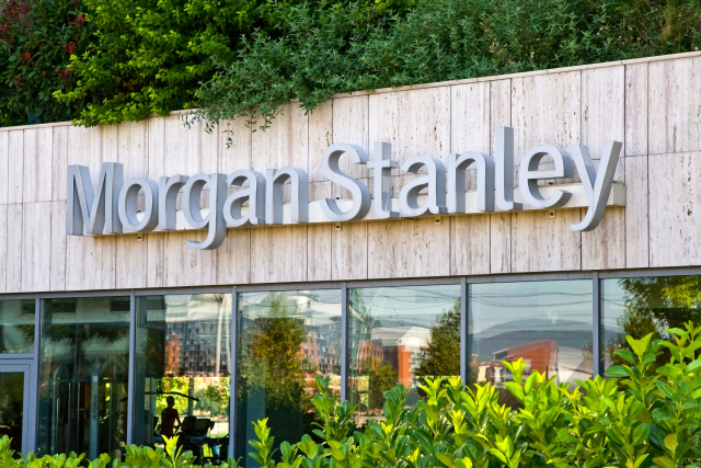 A Morgan Stanley szerint egyre közelebb lehet a feminősítés.