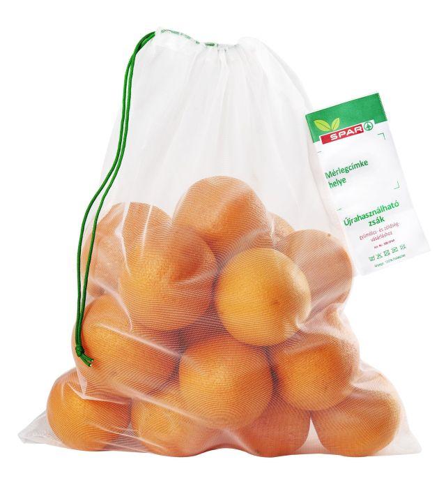 A Spar szegedi, győri, és tatabányai áruházaiban kapható újrahasználható tasak. A 3 darab, mosható zsákot 599 forintért lehet beszerezni.