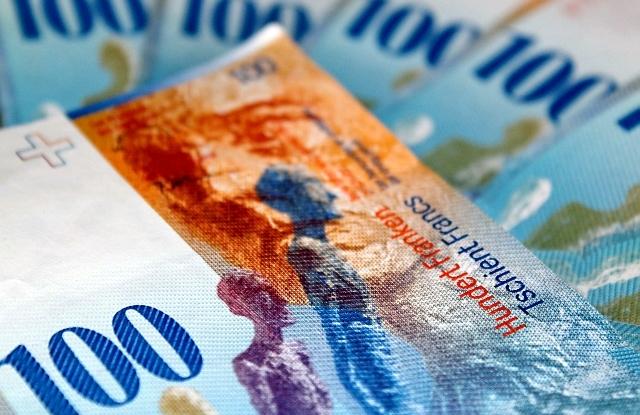 Gyengül a svájci frank, csúcson a Tesla