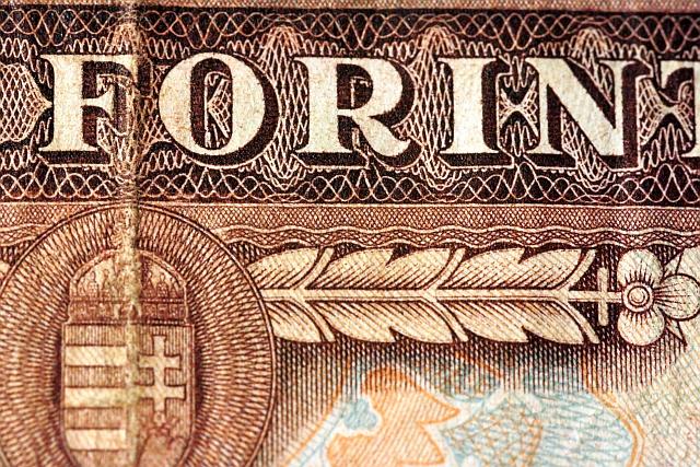 Megint összeomlott a forint, az angol font is zuhan