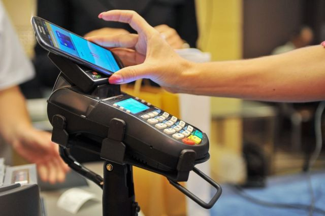 Nem csak a bankkártyás, a mobilfizetés is egyre népszerűbb.
