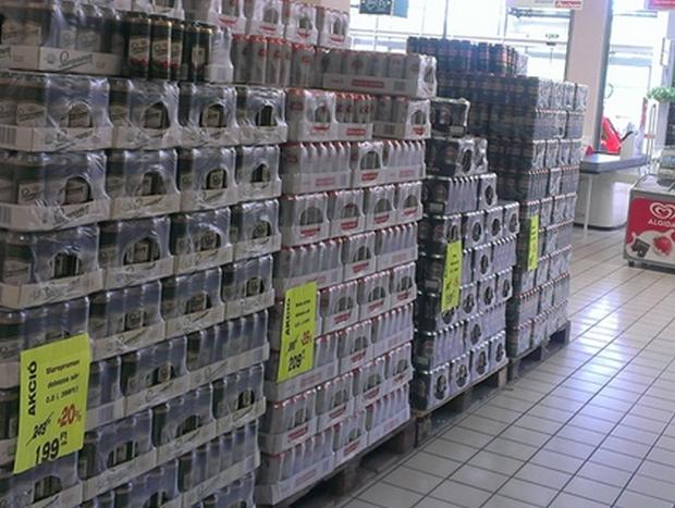 05387b921126 Az áruház kiemelt készlettel és megnövelt munkatársi létszámmal várja a  fesztiválra érkezőket.