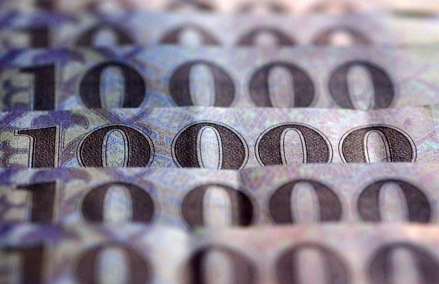 Odaszögezték az eurót 318-hoz, limittel zuhan a Plotinus