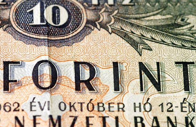 ... pénteken volt nemzetközi árfolyamjegyzés a forintra 39ef10de7f