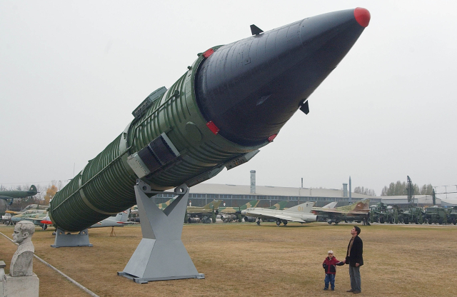 Ezeknek az országoknak van nukleáris fegyvere – összesen majdnem 15 ezer darab