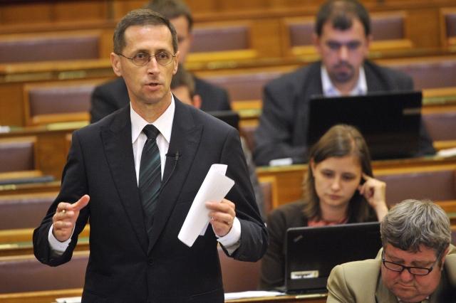 Varga Mihály: újabb gazdaságvédelmi intézkedések következnek