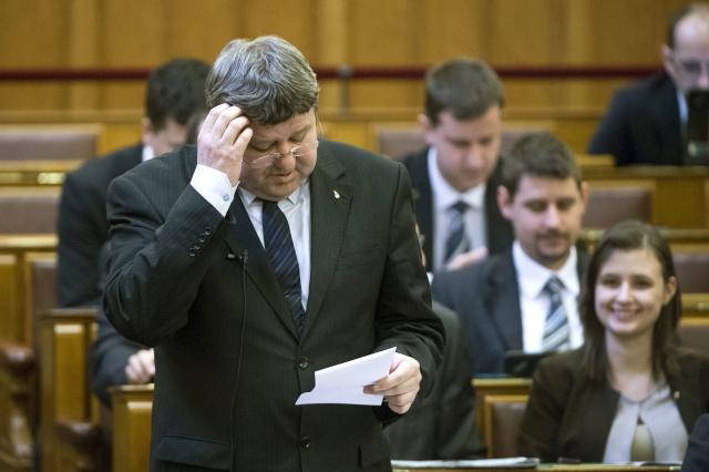 Tállai András, a Nemzetgazdasági Minisztérium parlamenti államtitkára egy márciusi parlamenti ülésen. MTI Fotó: Koszticsák Szilárd