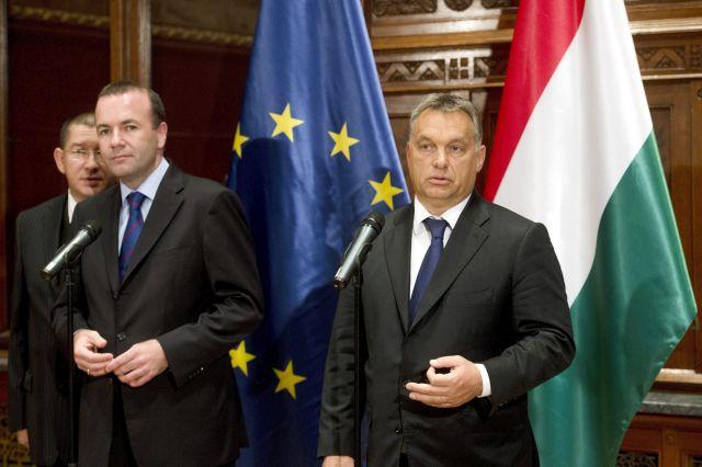 Orbán Viktor miniszterelnök és Manfred Weber, az Európai Néppárt frakcióvezetője sajtótájékoztatót tart megbeszélésüket követően a Parlament Munkácsy-termében 2015. szeptember 11-én. MTI Fotó: Koszticsák Szilárd