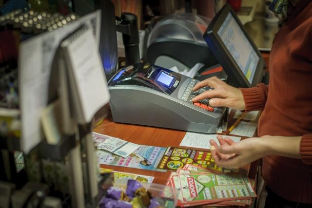 Online pénztárgép egy debreceni üzletben. MTI Fotó: Czeglédi Zsolt