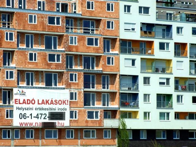 Új építésű, eladó lakások. Mellette egy már lakott, új társasházi épület a főváros IX. kerületében. Kép forrása: MTVA/Bizományosi: Jászai Csaba