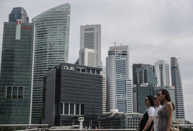 A szingapúri banknegyed - elég nagy lehet most a pörgés... Fotó: EPA / Wallace Woon