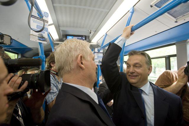 Orbán Viktor és Tarlós István az új Mercedes-Benz Citaro autóbuszok ünnepélyes átadásakor 2013-ban. MTI Fotó: Koszticsák Szilárd