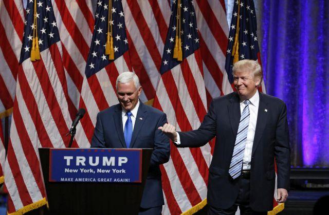 Donald Trump bemutatja alelnökjelöltjét, Mike Pence-t. Fotó: EPA/Jason Szenes