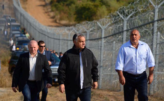 Friss hírek: Montenegró kerítést állítana a határra. A magyar kormány drótot ígért.