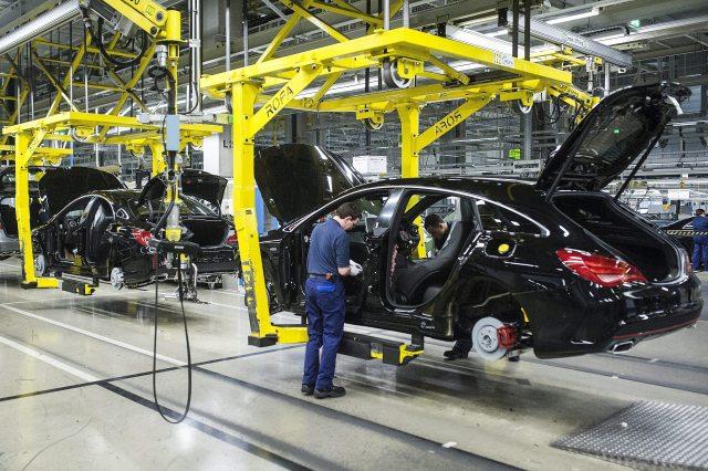 Mercedes CLA Shooting összeszerelése a Mercedes-Benz kecskeméti gyárában. MTI Fotó: Ujvári Sándor