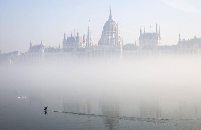 A Parlament ködben 2017. február 3-án.(Kép forrása: MTI Fotó, Mohai Balázs)