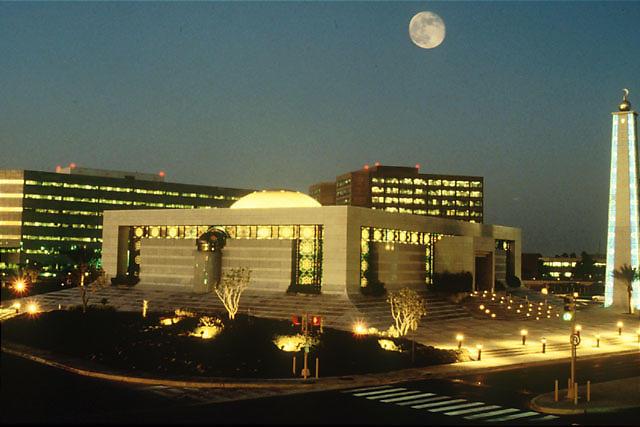 Az Aramco központja Szaúd-Arábiában. Mennyit ér valójában? Forrás: Wikimedia Commons