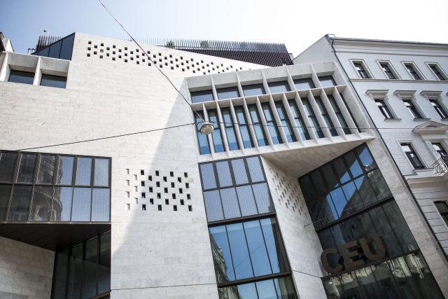 A Közép-európai Egyetem (CEU) új, energiahatékony, Budapest belvárosában lévő épülete 2016. szeptember 15-én, az ünnepélyes átadás napján.(Kép forrása: MTI Fotó: Marjai János)