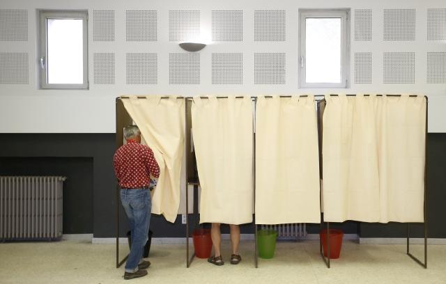 Megkezdődött a nemzegyűlési választás első fordulója Franciaországban. Fotó: EPA/Guillaume Horcajuelo