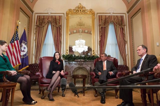 John Boehner, az amerikai képviselőház elnöke (j2) fogadja Orbán Anita energiabiztonságért felelős utazó magyar nagykövetet (b2) Washingtonban 2014. március 25-én. Mellettük Szapáry György washingtoni magyar nagykövet (j) és Smith Lacey (Stumpf) Anna attasé, kongresszusi összekötő. MTI Fotó: Az Egyesült Államok Képviselőháza / Heather Reed
