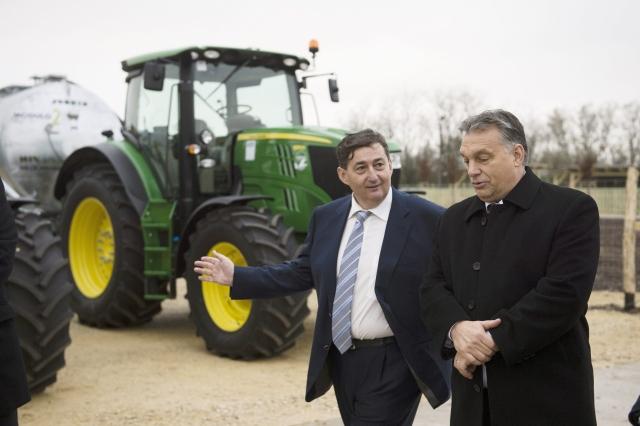 Orbán Viktor miniszterelnök és Mészáros Lőrinc felcsúti polgármester. MTI Fotó: Koszticsák Szilárd