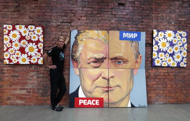 Az orosz művész, Alexey Sergienko által készített festmény Vlagyimir Putyin orosz és Donald Trump amerikai elnökről. (Forrás: EPA/ANATOLY MALTSEV)