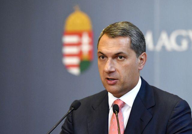 Lázár János, a Miniszterelnökséget vezető miniszter szokásos heti sajtótájékoztatóját tartja az Országházban 2017. szeptember 7-én. Forrás: MTI/Illyés Tibor