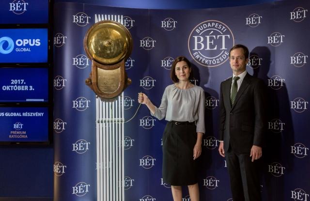 Ódorné Angyal Zsuzsanna, az Opus Global Nyrt. vezérigazgatója és Végh Richárd, a BÉT elnök-vezérigazgatója.