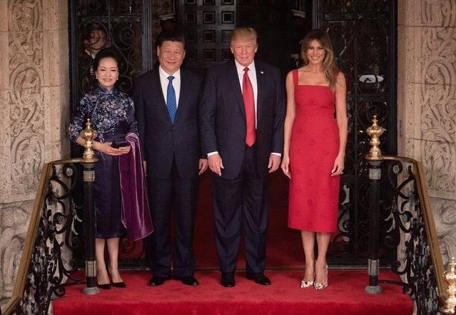 Trump és Hszi Csin-Ping feleségeikkel az Egyesült Államokban, 2017 áprilisában.