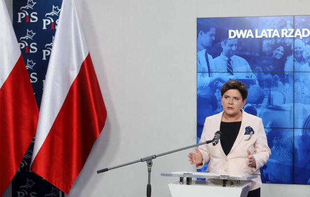 Össztűz Varsóra – Orbánt megpróbálják leválasztani