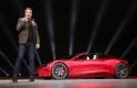 Megkezdte az újabb beetetést a Tesla - megint telefonálni kell a benzin miatt?