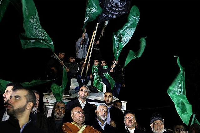 Haníje palesztin tüntetők között. EPA/MOHAMMED SABER