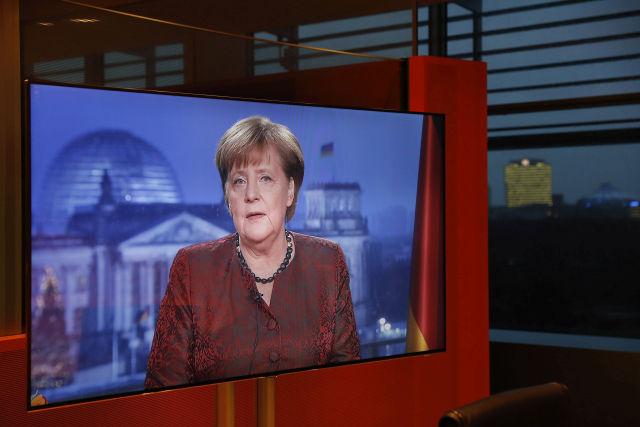 Angela Merkel német kancellár újévi köszöntőjének tévéfelvételén Berlinben 2017. december 20-án. (Fotó forrása: MTI/EPA/Getty Images pool/Michele Tantussi)
