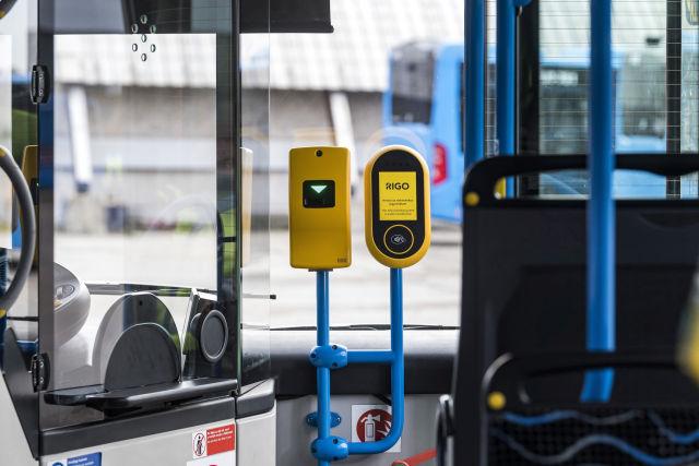 A Budapesti Közlekedési Központ (BKK) elektronikus jegyrendszeréhez (RIGO) kapcsolódó érvényesítő készülékekkel felszerelt tesztautóbusz (Fotó forrása: MTI Fotó, Szigetváry Zsolt)