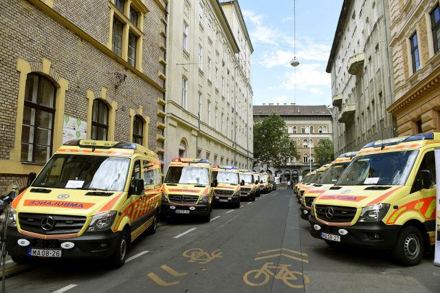 Az Országos Mentőszolgálat új mentőautói Budapesten (Fotó forrása: MTI Fotó, Bruzák Noémi)