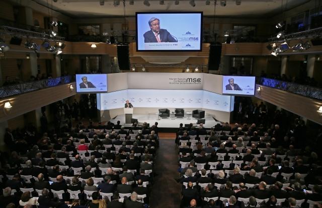 António Guterres ENSZ-főtitkár beszédet mond az 54. nemzetközi biztonságpolitikai konferencián Münchenben 2018. február 16-án. A háromnapos tanácskozás február 18-án zárul. (MTI/EPA/Ronald Wittek)