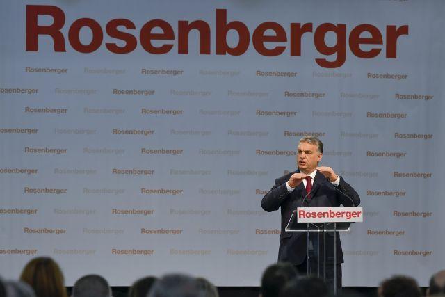 Orbán Viktor miniszterelnök beszédet mond az autóipari alkatrészeket gyártó Rosenberger Magyarország Kft. nyírbátori gyárában 2018. március 12-én. MTI Fotó: Czeglédi Zsolt