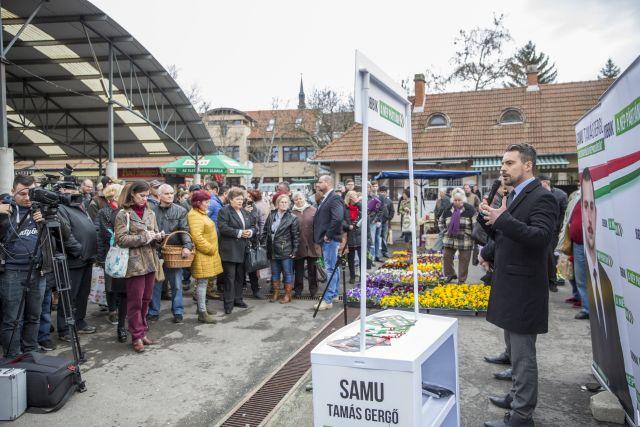 Vona Gábor, a Jobbik elnöke és miniszterelnök-jelöltje a párt békési utcafórumán 2018. március 13-án. MTI Fotó: Rosta Tibor
