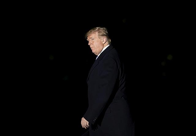 Putyin pezsgőt bont - Trump belerúgott az amerikai érdekekbe