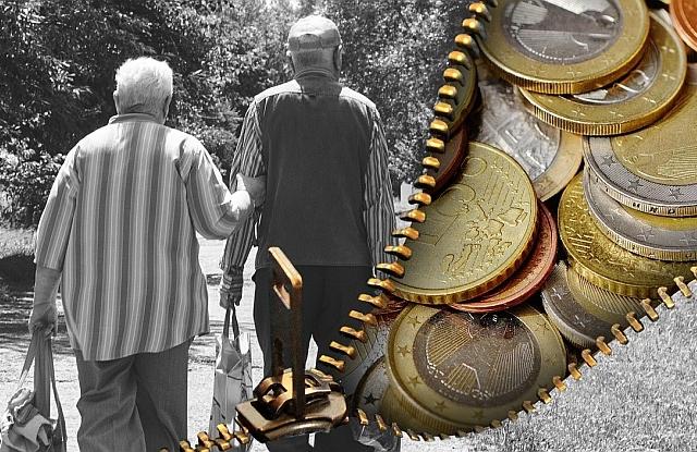 Baj van a magyar nyugdíjakkal - összeomlás közeleg?