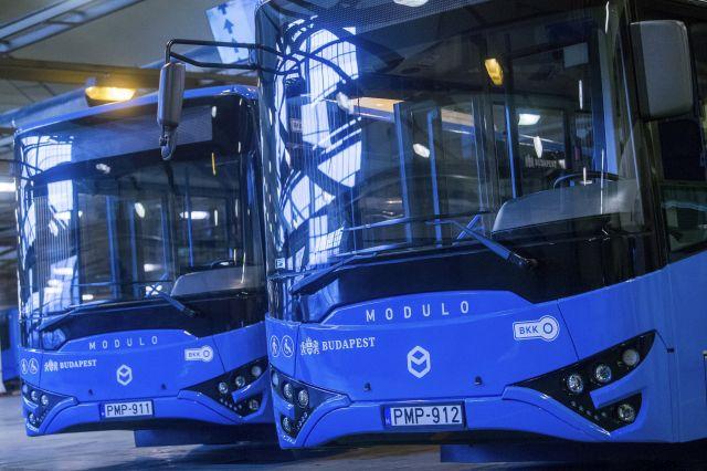 Modulo M168 D típusú Ikarus buszok a BKV hazai gyártású metrópótló buszainak átadásán (Fotó: MTI Fotó, Balogh Zoltán)