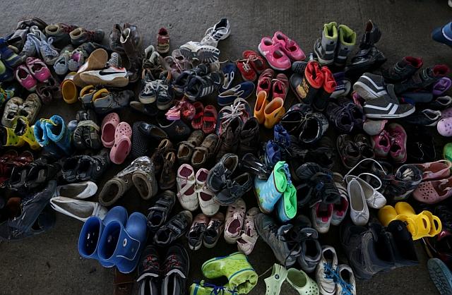 Menekültek cipői száradnak. (Wikimedia Commons/Mstyslav Chernov)