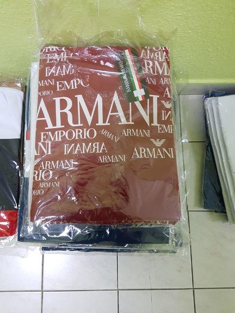 c75ff751c1 Privátbankár.hu - Te elhinnéd, hogy ez az Armani és Gucci póló nem ...