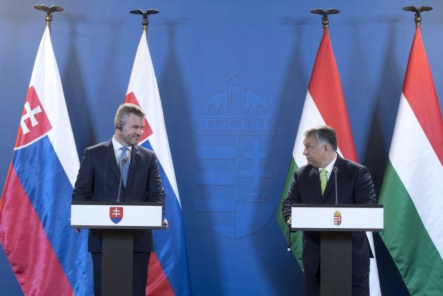 Friss hírek: Orbán Viktor szerint Brüsszel alapvetően azért támadja őt, mert határozottan képviseli a magyar kormányzat és a visegrádi országok politikáját, amely ma sikeresebb, mint Európa nyugati felének politikája. Emellett a miniszterelnök szerint minden EU-s gazdasági növekedés motorja a Visegrádi Négyek.