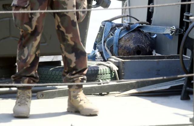 Szovjet gyártmányú, 100 kilogrammos világháborús bomba a Dunaújváros honvédségi hajó fedélzeténMTI Fotó: Kovács Tamás