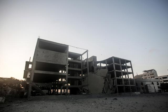 Egy gázai épület, amelyet a napokban ért izraeli légicsapás. Fotó: EPA / Haitham Imad
