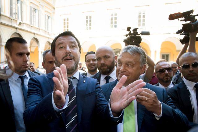 Milánó, 2018. augusztus 28. Matteo Salvini olasz belügyminiszter (b) fogadja Orbán Viktor miniszterelnököt a milánói városházán 2018. augusztus 28-án. MTI Fotó: Koszticsák Szilárd